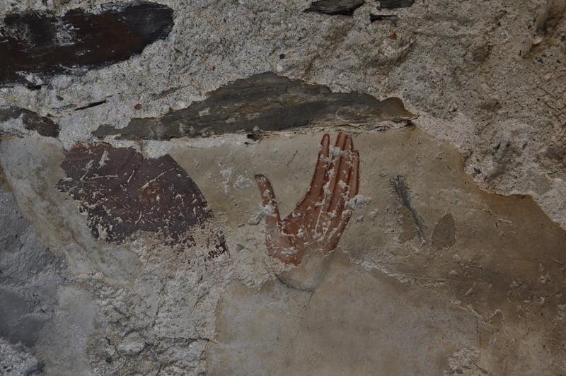Росписи на стенах храма в Сванетии