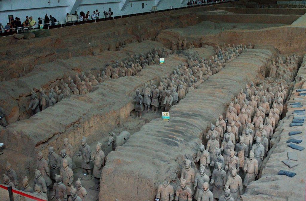 Раскопки в Линьтун