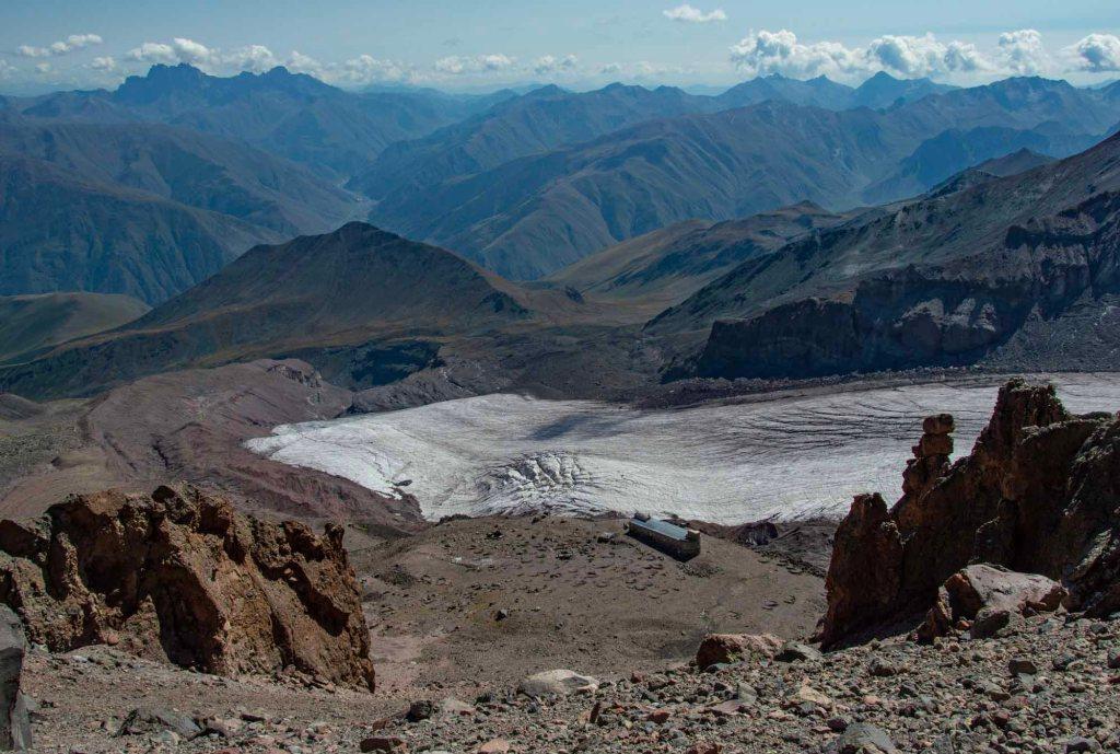 Вид сверху на Гергетский ледник