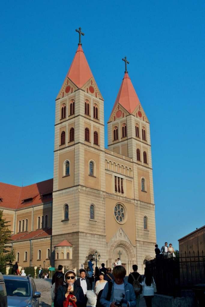 Церковь с двумя башнями
