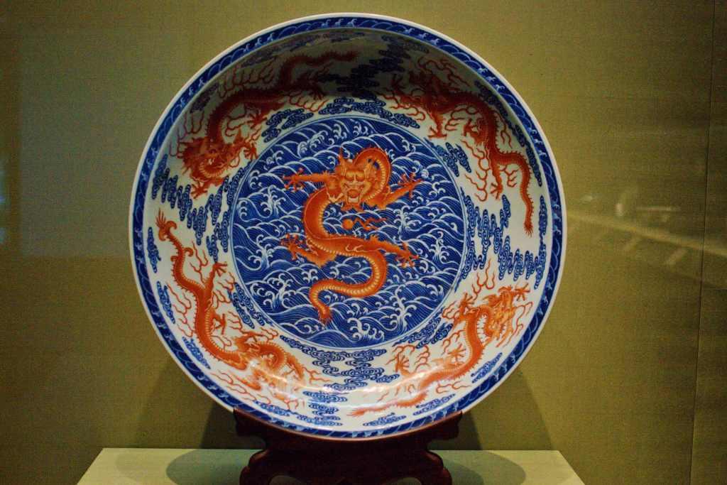 Расписная тарелка с драконом