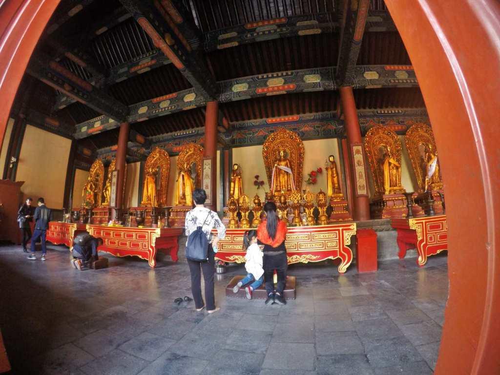 Внутри храма Юнхэгун