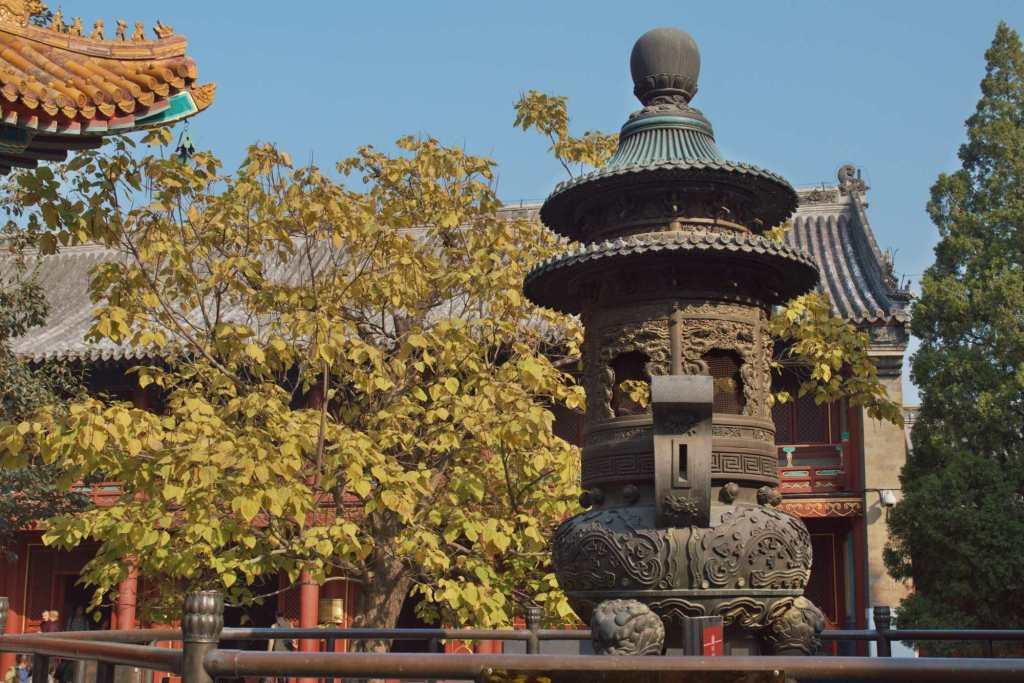 Курильница 18 века в храме Юнхэгун