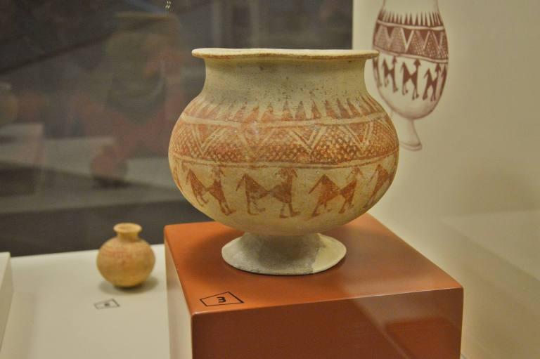 Расписная ваза Ассирия