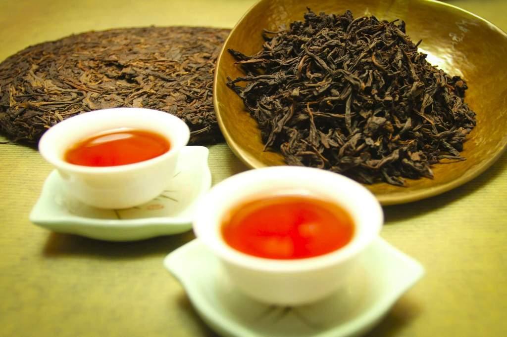 Чай листовой в маленьких чашках - Китай