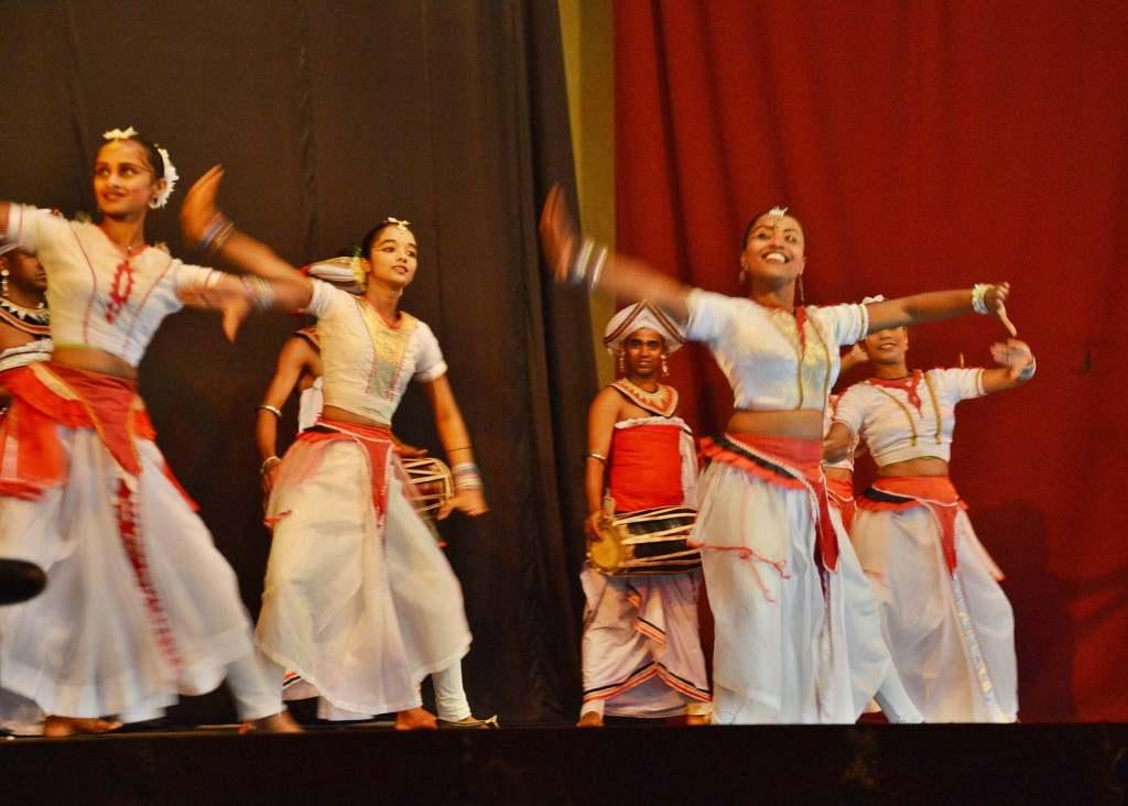Пляшущие девочки - танцы Шри-Ланки