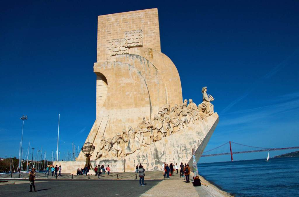 Памятник в Лиссабоне