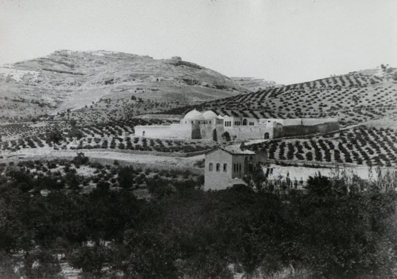 Монастырь в полях