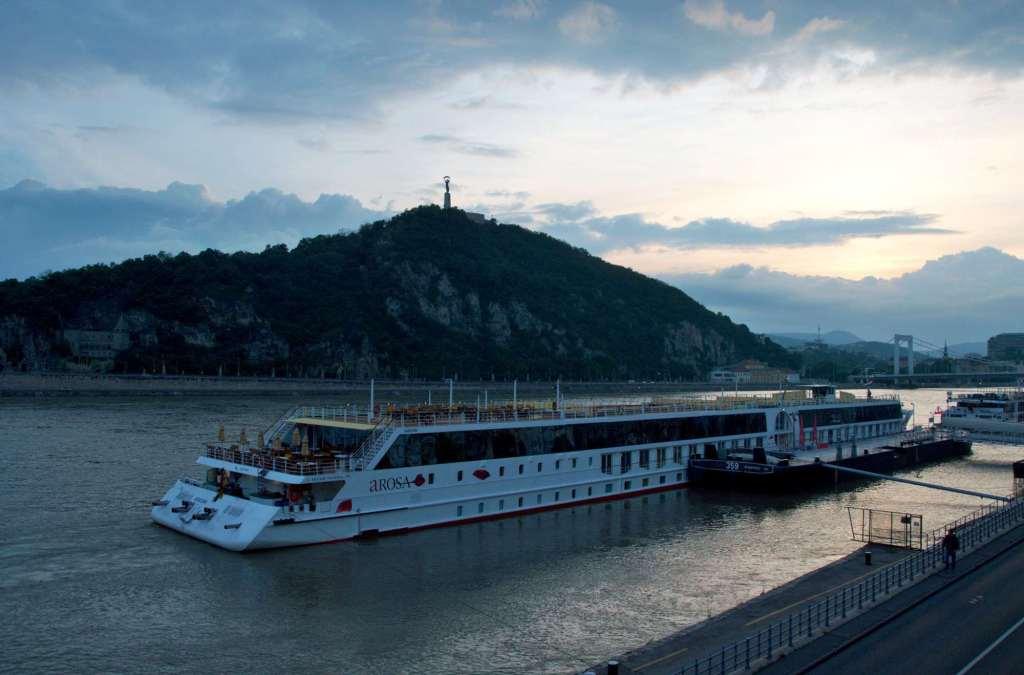 Паром на Дунае