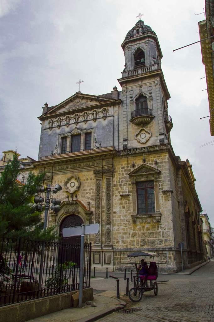 Храм с одной башней - испанская архитектура на Кубе