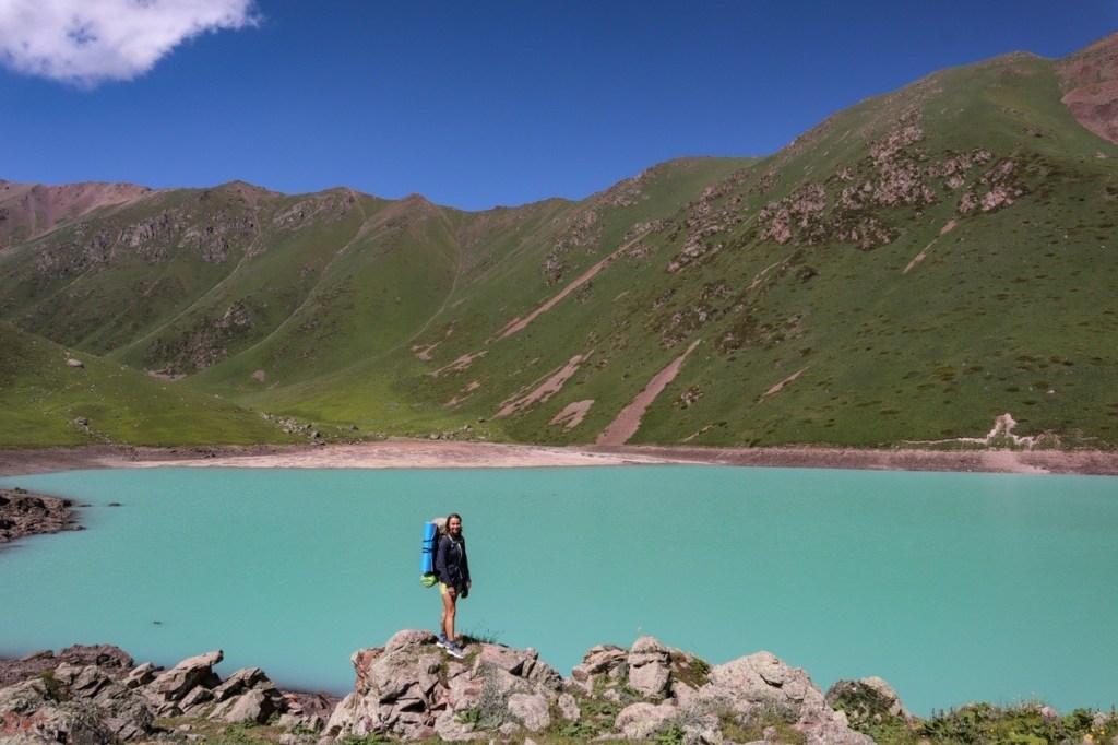 голубое озеро Кель-Тор в Кыргызстане