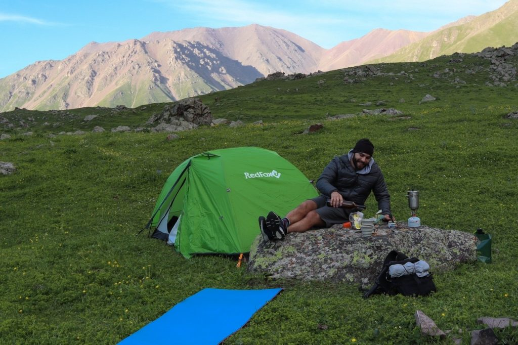 готовка на горелке у палатки