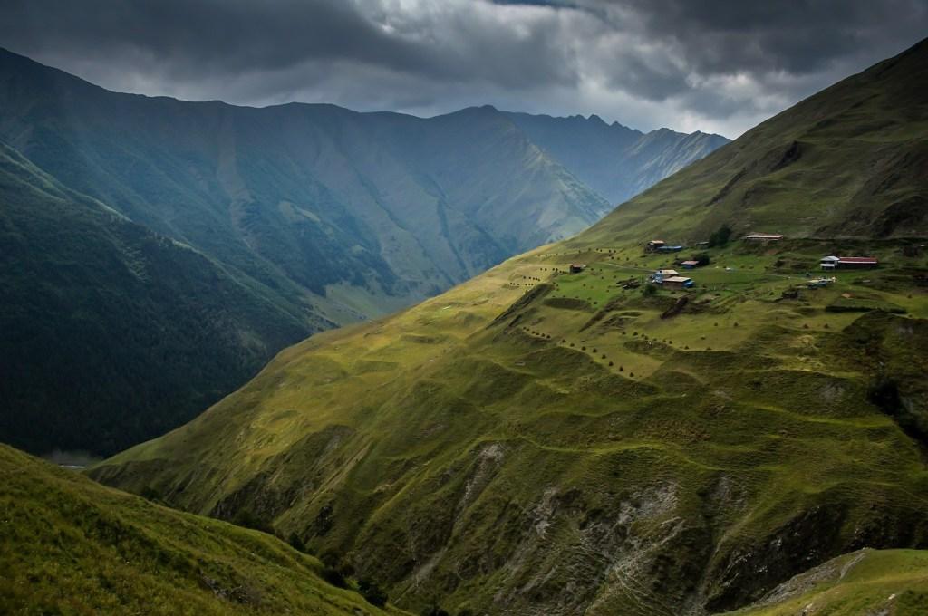 долина реки треккинг в Грузии