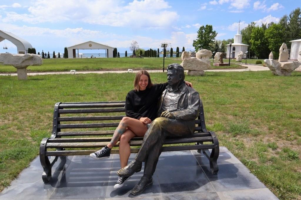 памятник чингизу айтматову