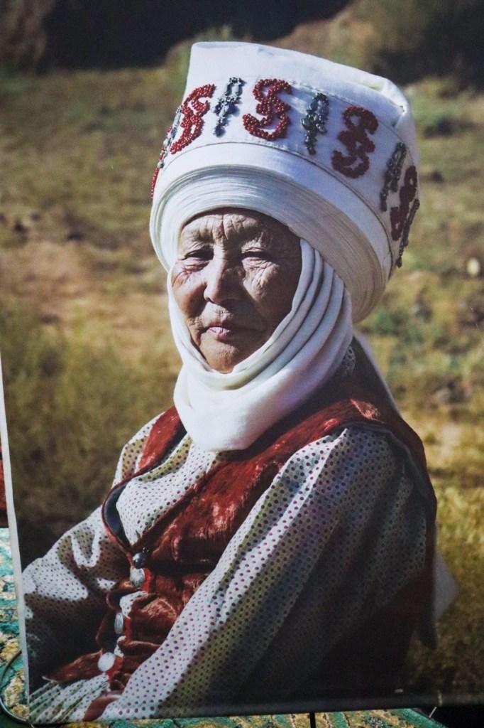женская традиционная одежда в киргизии