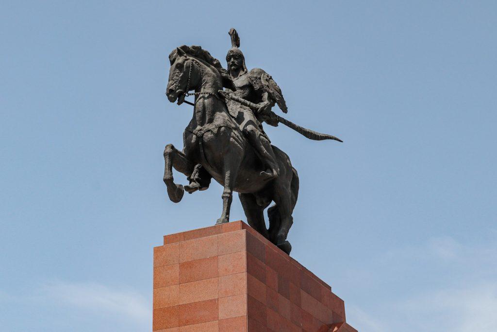 Памятник Манасу