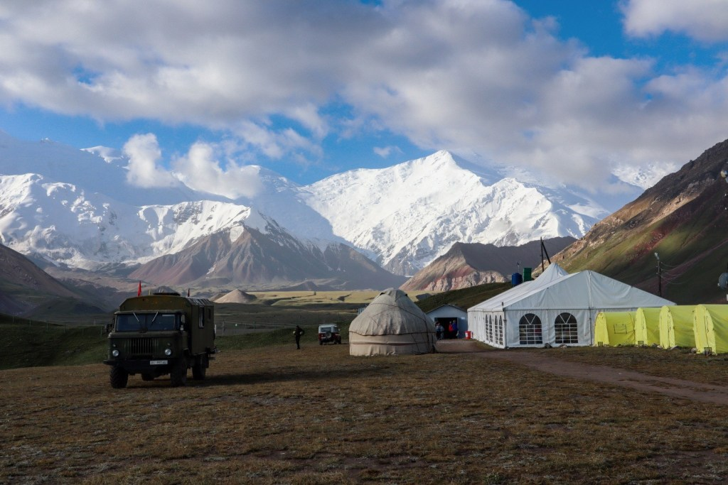 Базовый лагерь у пика Ленина