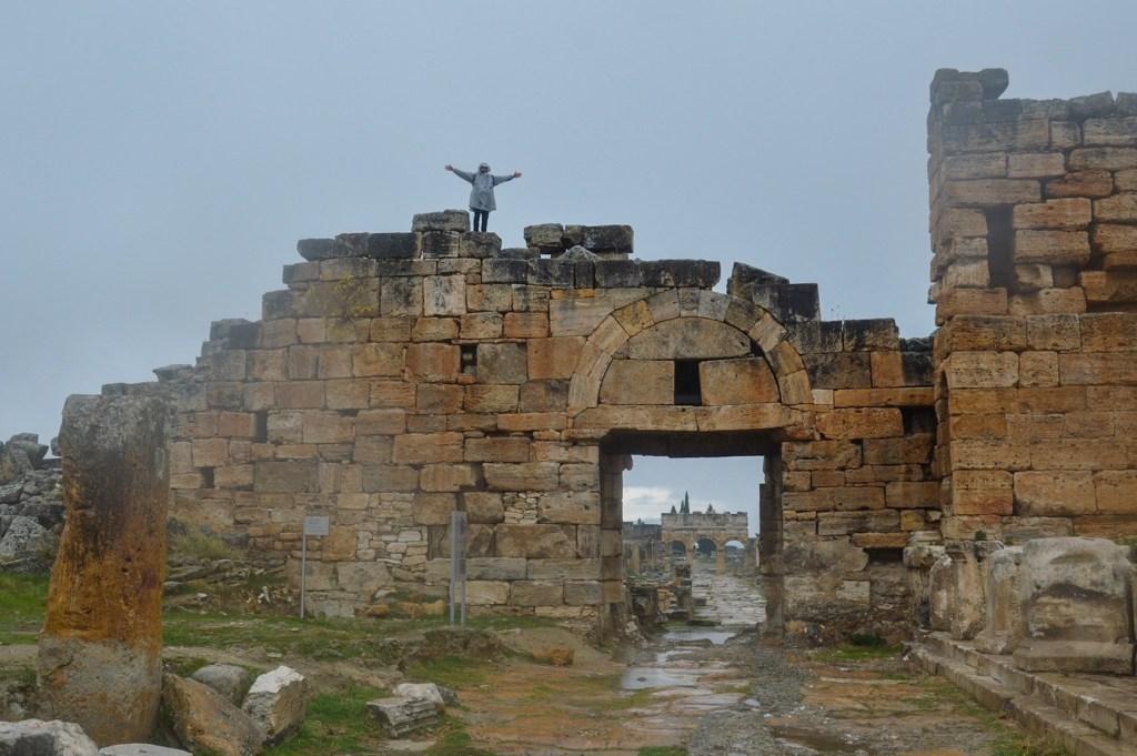 Городские ворота — руины