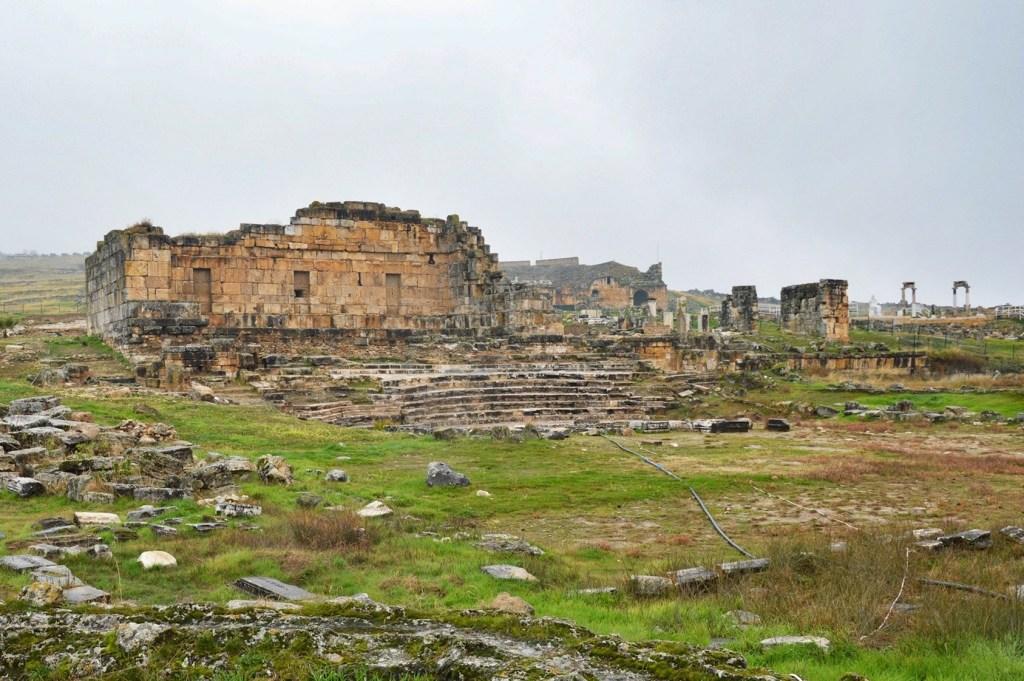 Развалины античного храма