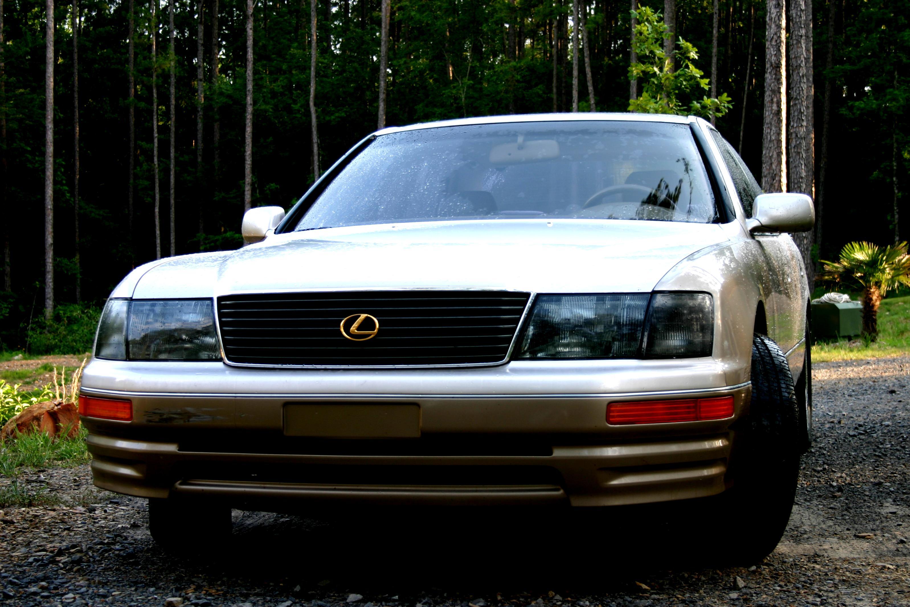 Lexus LS 1990 on MotoImg