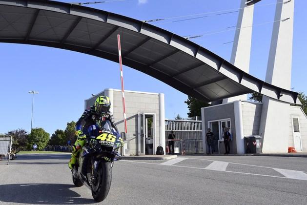 Valentino Rossi pelas ruas de Tavullia