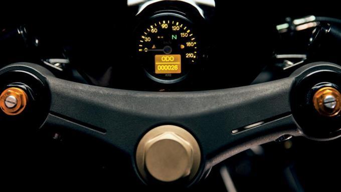 ヤードビルト XJR1300 カフェレーサートップブリッジ