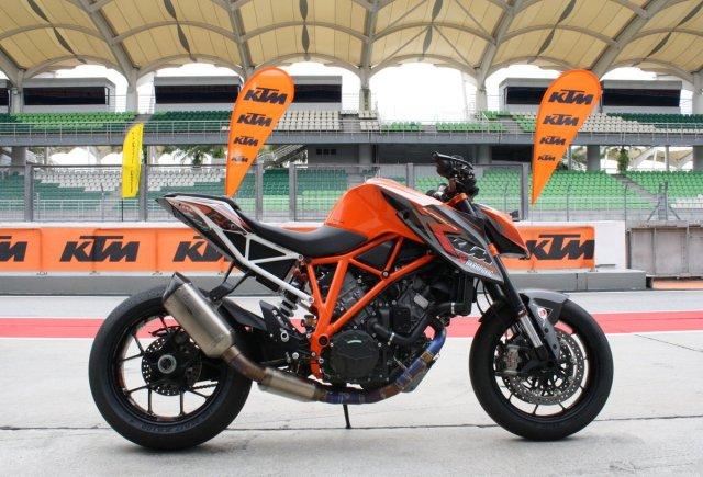 08-2014-KTM-1290-SuperDukeRMalaysia-007