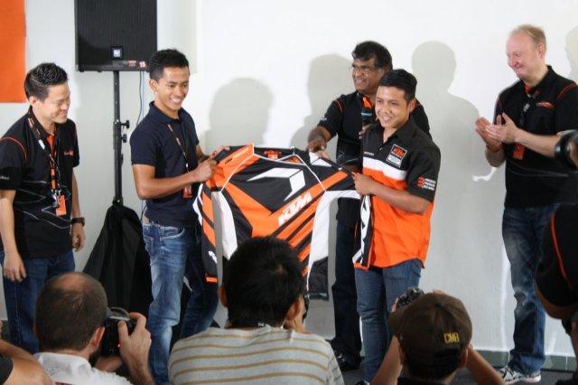 33-2014-KTM-1290-SuperDukeRMalaysia-032
