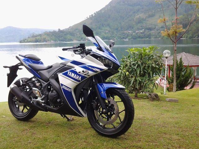 2014-Yamaha-YZF-R25-003
