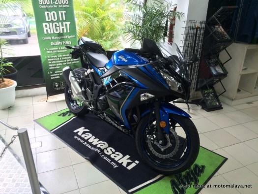 2015-Kawasaki-Ninja-300-Malaysia-003