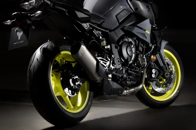 2016_YAMAHA_MT10_EU_EXHAUST