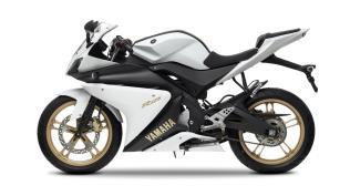 2012-Yamaha-YZF-R125-EU-Absolute-White-Studio-006