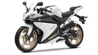 2012-Yamaha-YZF-R125-EU-Absolute-White-Studio-007