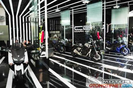 showroom-MOGE-yamaha-1