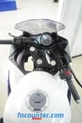 Yamaha YZF-R15, Right Turn