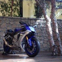 2015-Yamaha-R1_4