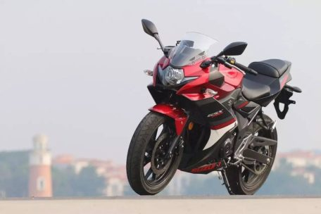 suzuki-gsx-250r-red2