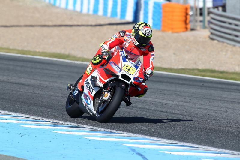 174_t02_iannone_action_0.middle.jpg