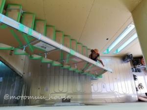 一条工務店上棟16日目吹き抜けから下を見下ろす