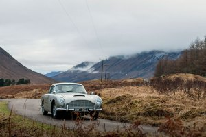 ASTON MARTIN DB5 JAMES BOND GOLDFINGER feature