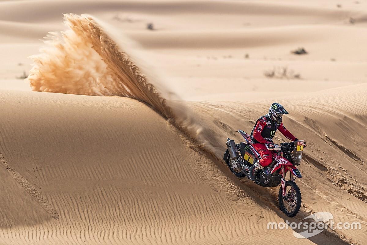 Video, Dakar, Daniel Sanders rally bike chutando, consertando e dando pontos na boca