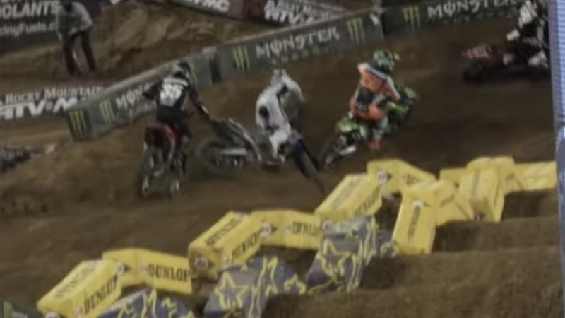 Vídeo AMA Supercross 250, Orlando 2, A queda de Alex Martin