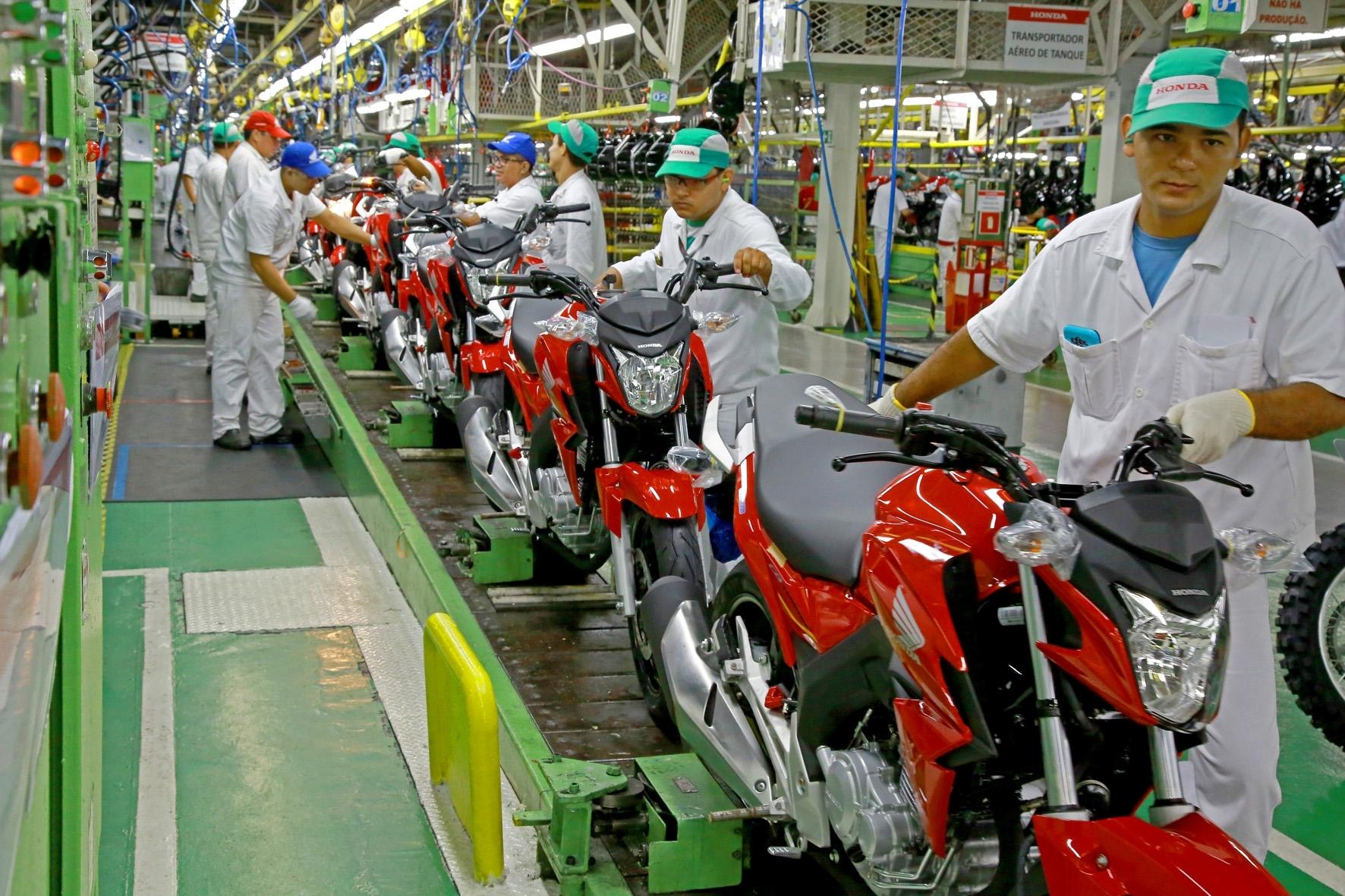 Porque as motos demoram tanto para chegar no Brasil?