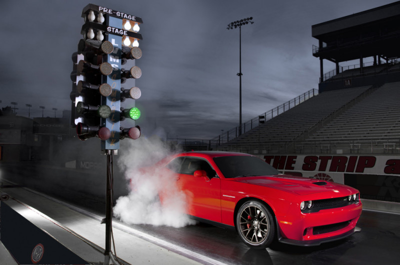 2015 Dodge Challenger SRT Hellcat Drag Race