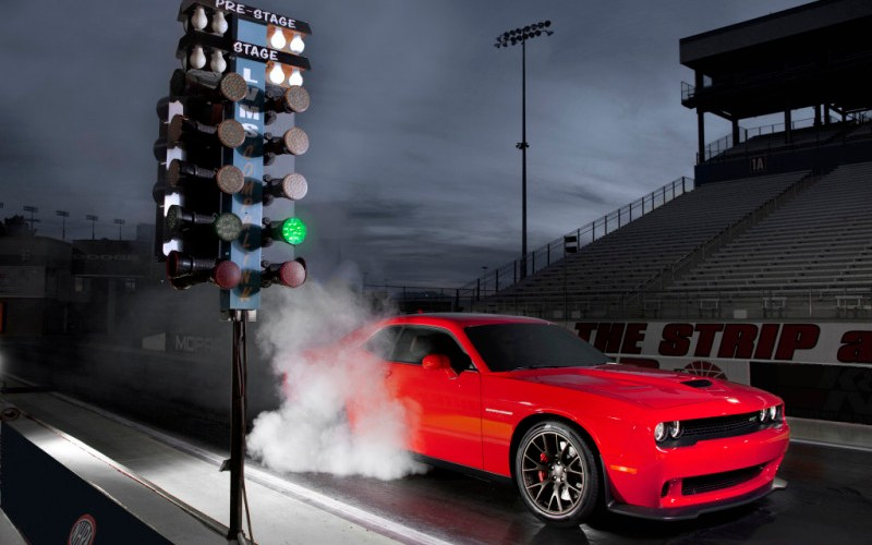 2015 Dodge Challenger SRT Hellcat Drag Race