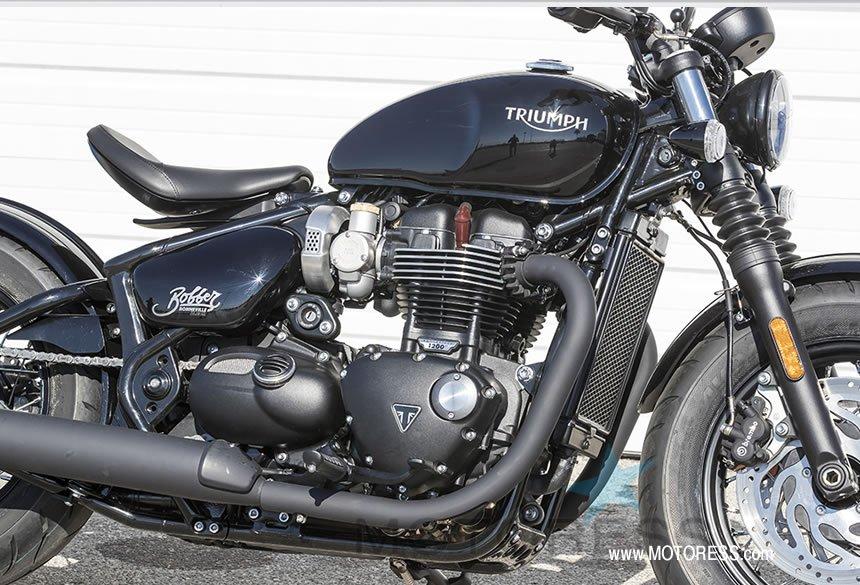 Triumph Bonneville Bobber Black - MOTORESS