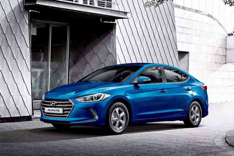 2016-Hyundai-Elantra-front-three-quarter-press-shots