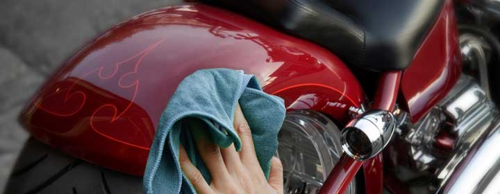 detailing-motorcycle-wax-and-clean