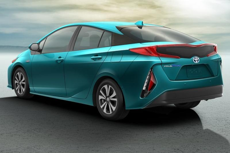 2017-Toyota-Prius-Prime-rear-side-view
