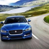 Jaguar estreia novo motor de 300 cavalos no XE, XF e F-Pace